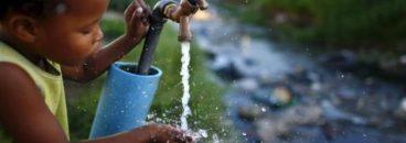 nino_tomando_agua